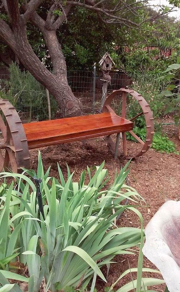 Скамейка садовая из колес