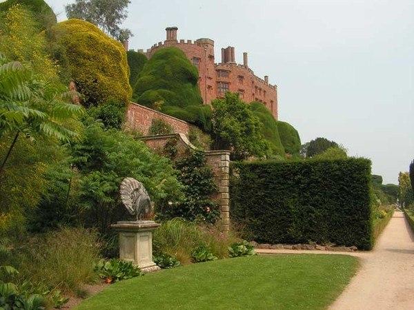 Поуис Уэлльс красивый сад фонтаны зеленый газон