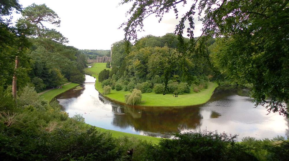 Стадли-Ройал изогнутый пруд красивое фото Англия парк