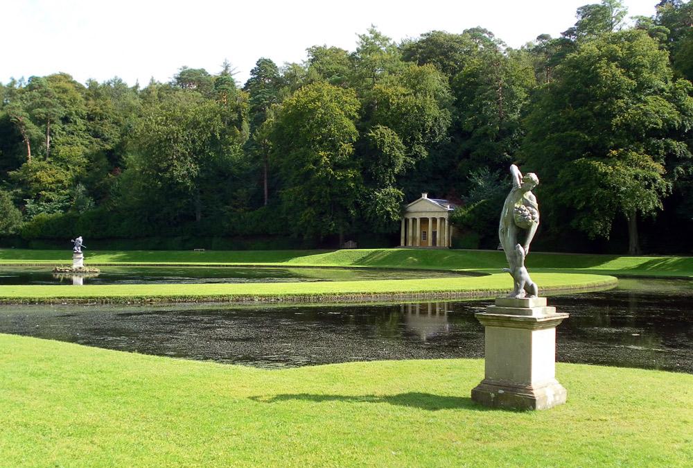 Стадли-Ройал пруд красивое фото Англия парк