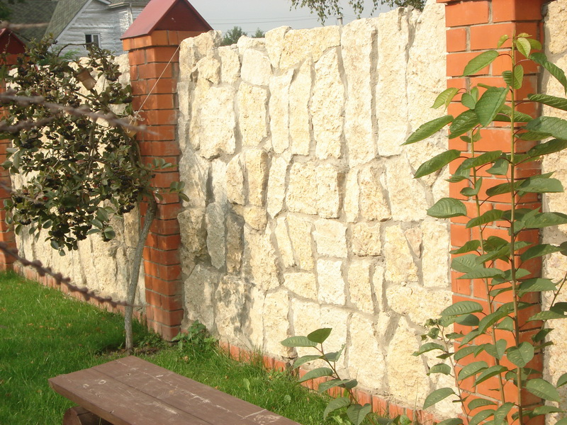 красивый забор из известняка своими руками