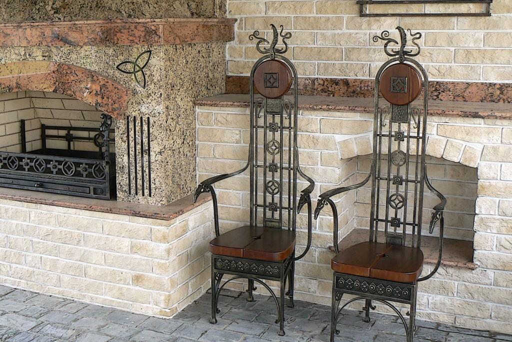 кованая мебель в интерьере камин кресла стулья купить недорого