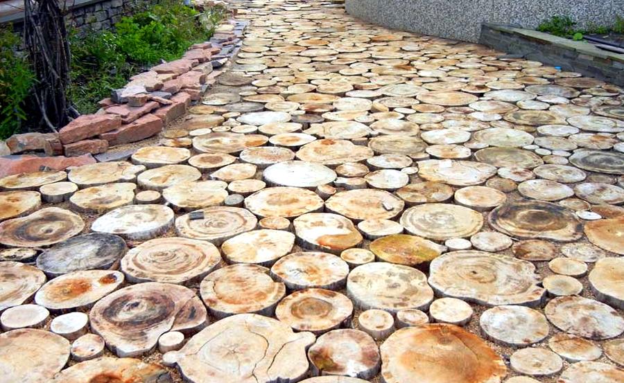садовая дорожка из дерева из спилов дерева деревянная своими руками