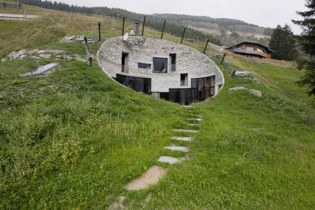 дом под землей