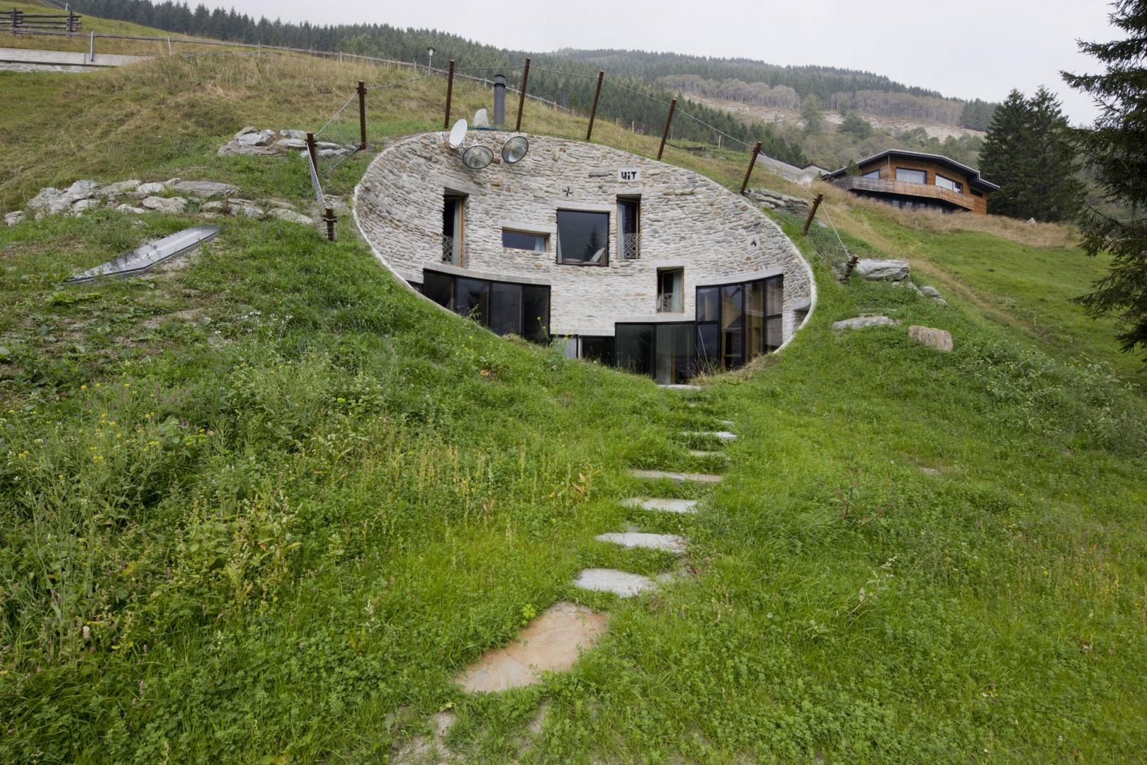 Домик под землей