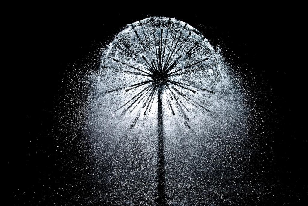как выбрать садовый фонтан для сада декоративный фонтан полушарие
