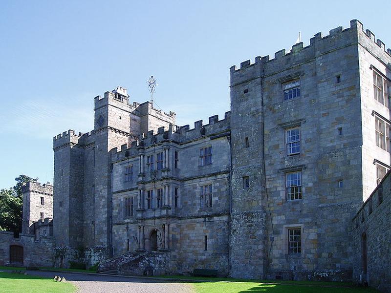 Chillingham Castle красивый замок