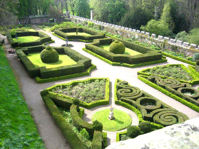 Chillingham Castle красивый сад зеленый лабиринт