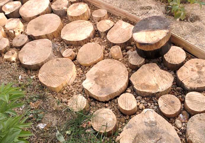 садовая дорожка своими руками из дерева из деревянных спилов