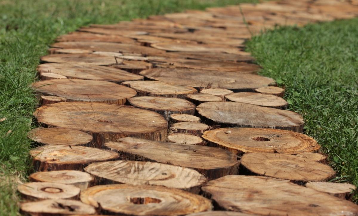 деревянная дорожка из спилов дерева своими руками