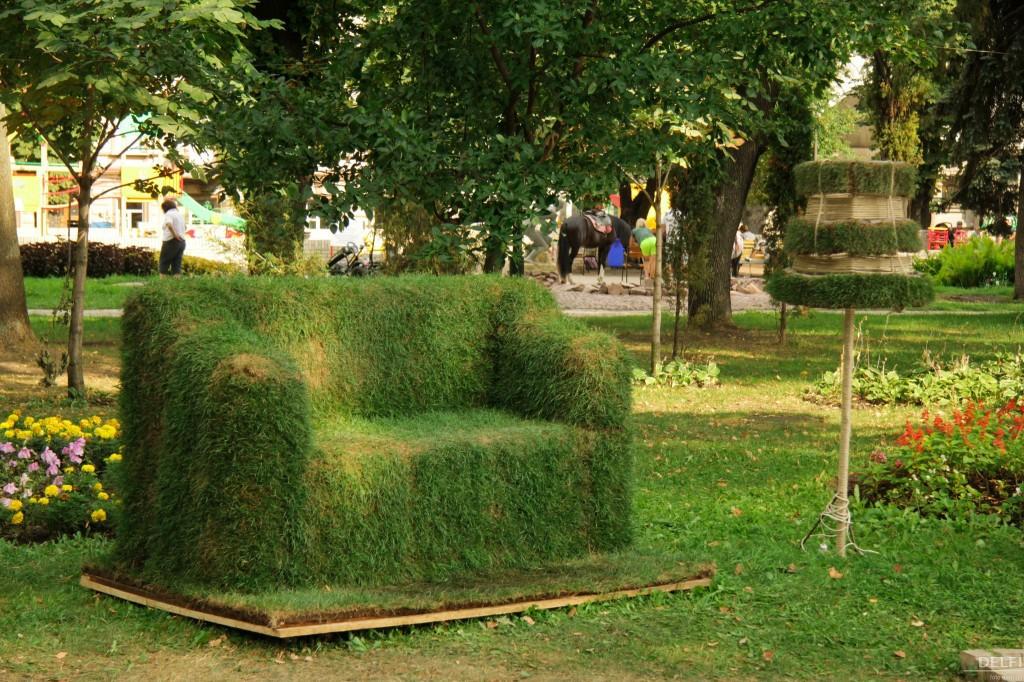зеленый сад своими руками диван из газонной травы