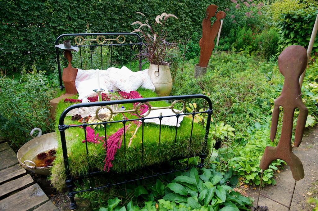зеленый сад своими руками клумба из кровати