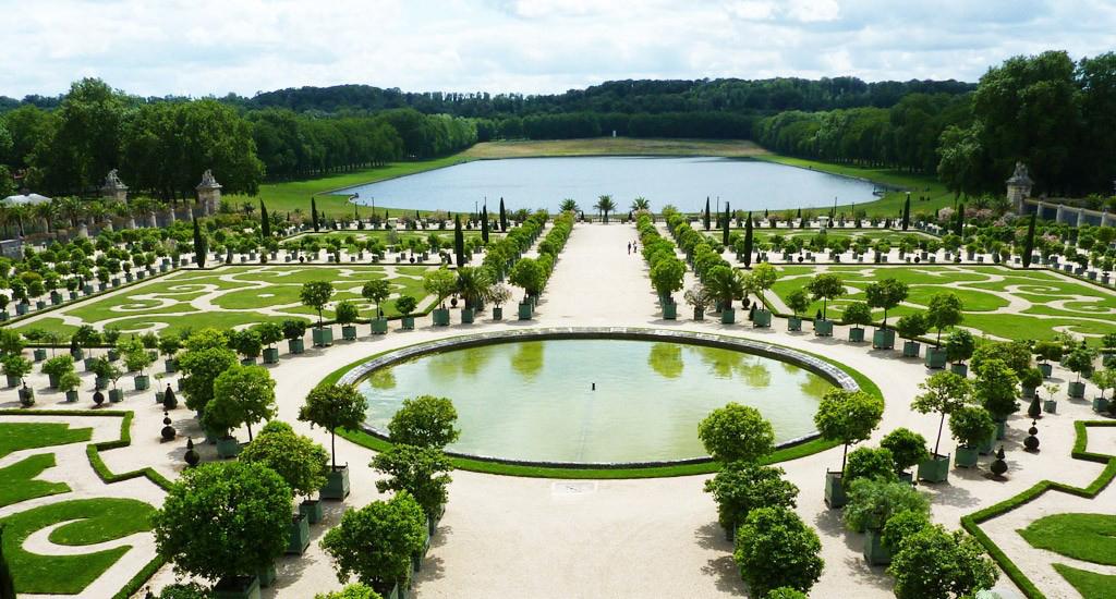 классический французский сад Версаль