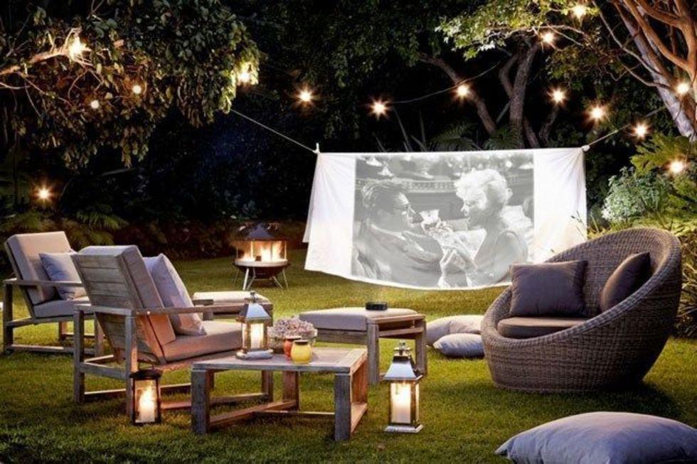 как организовать кинотеатр в саду