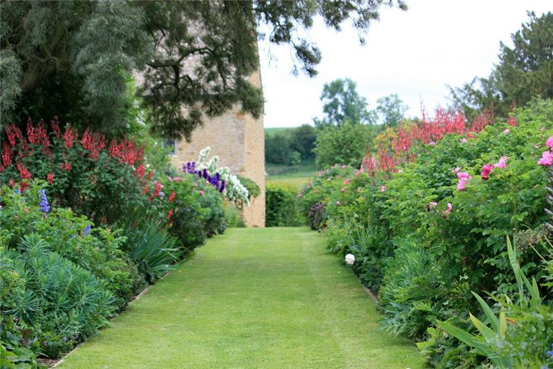 ascot garden красивый сад газон