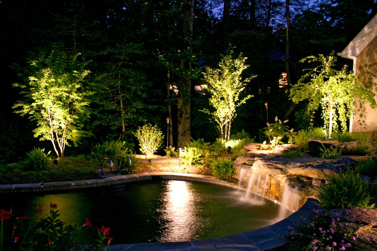 правильно сконструированное садовое освещение