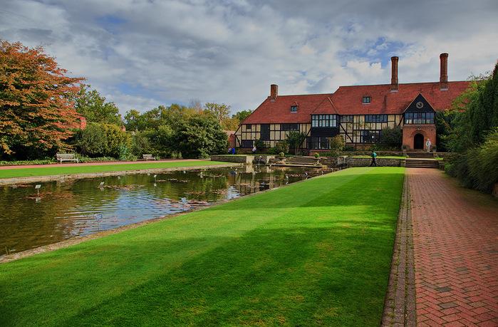 красивый сад сады Уизли Англия пруд зеленый газон