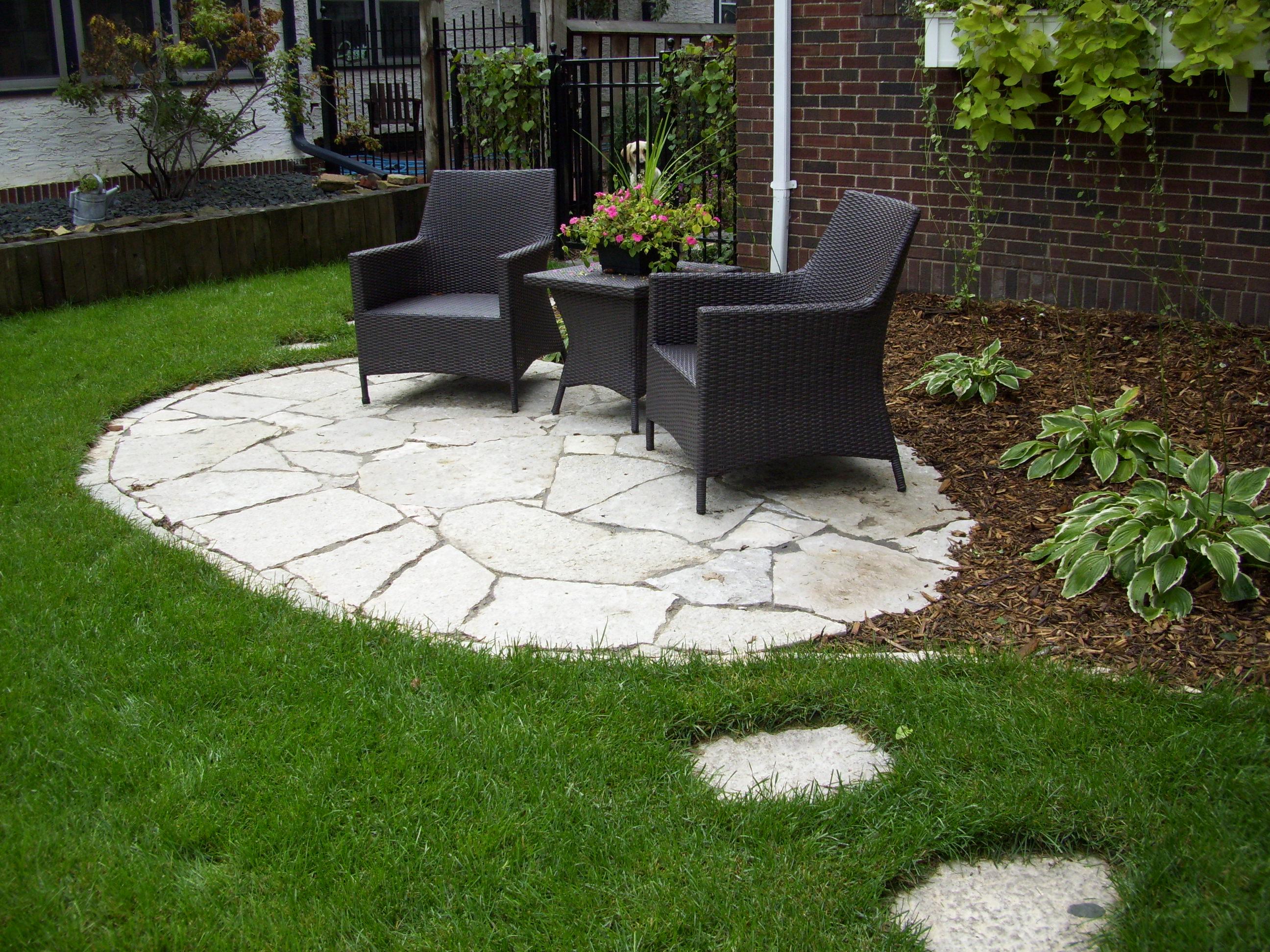 площадка для отдыха на заднем дворе садовая мебель