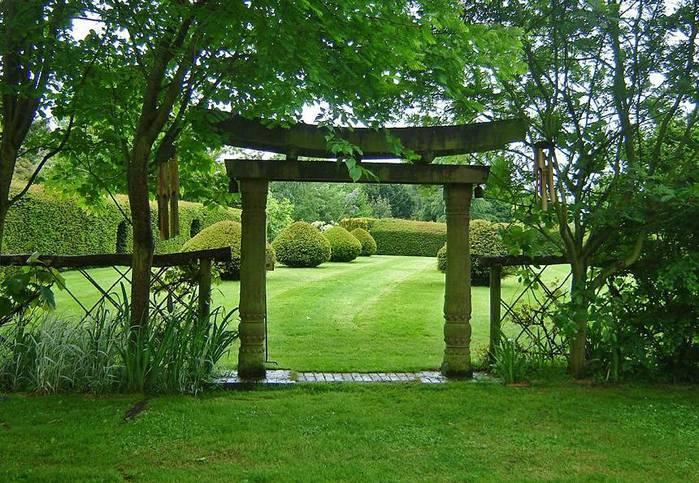 сады Бартон Хаус Англия Barton House красивый сад арка в японском стиле