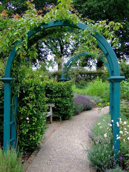 красивый сад сады Уизли Англия садовая дорожка арка