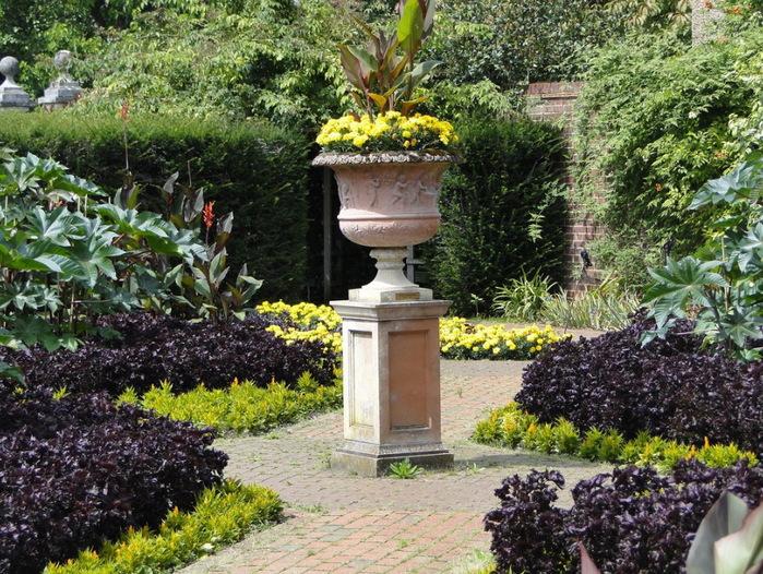 садовая дорожка вазон красивый сад сады Уизли Англия