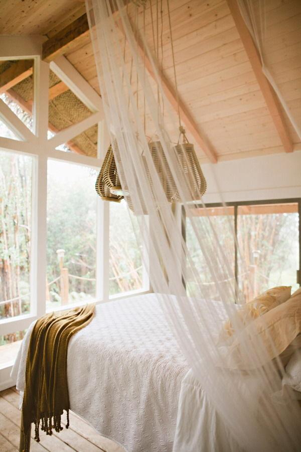 балдахин над кроватью интерьер загородного дома
