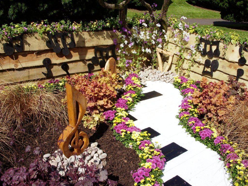 садовая дорожка клавиши пианино необычная клумба идеи для сада