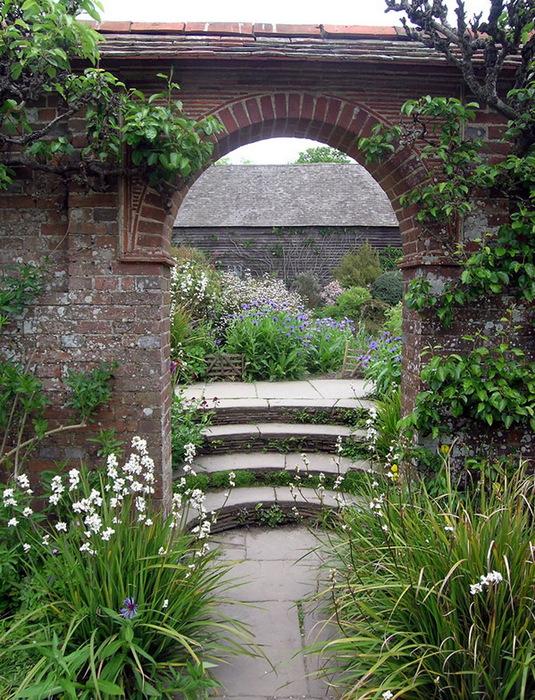 красивый сад Грейт Дикстер сад Кристофера Ллойда арка