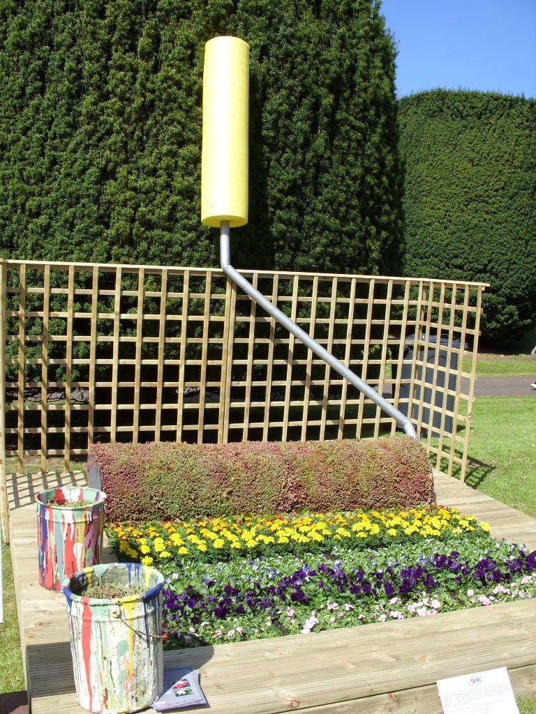 большой валик необычная клумба идеи для сада