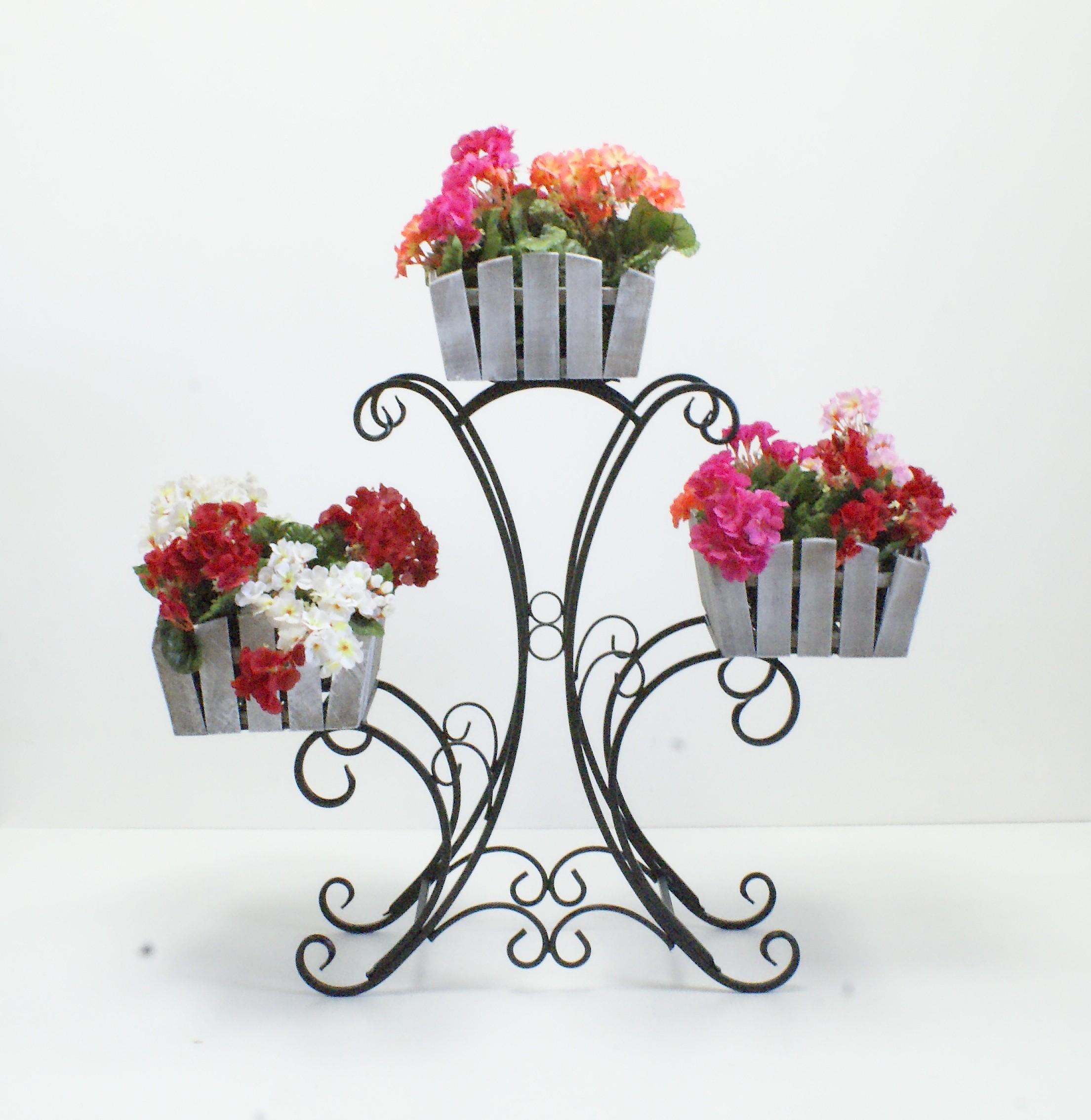 стойки для цветов кованые в интерьер