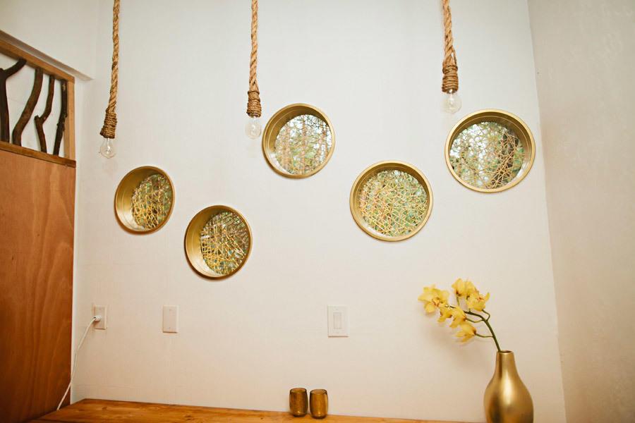 золотые аксессуары для интерьера интерьер загородного дома своими руками