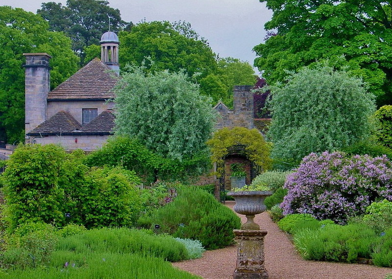 замок Wakehurst красивый сад вазон