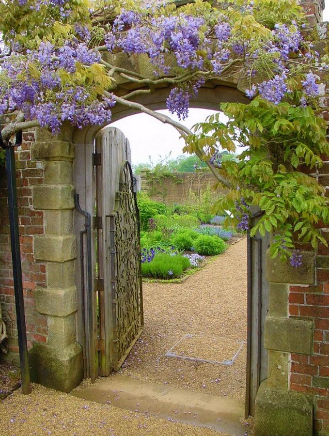 замок Wakehurst красивый сад арка