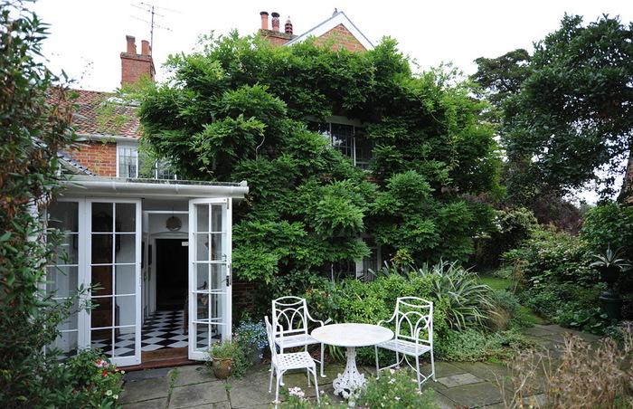 Магнолия Хаус красивый сад Англия цветник патио садовая мебель