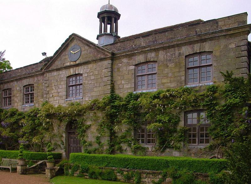замок Wakehurst красивый сад вертикальное озеленение
