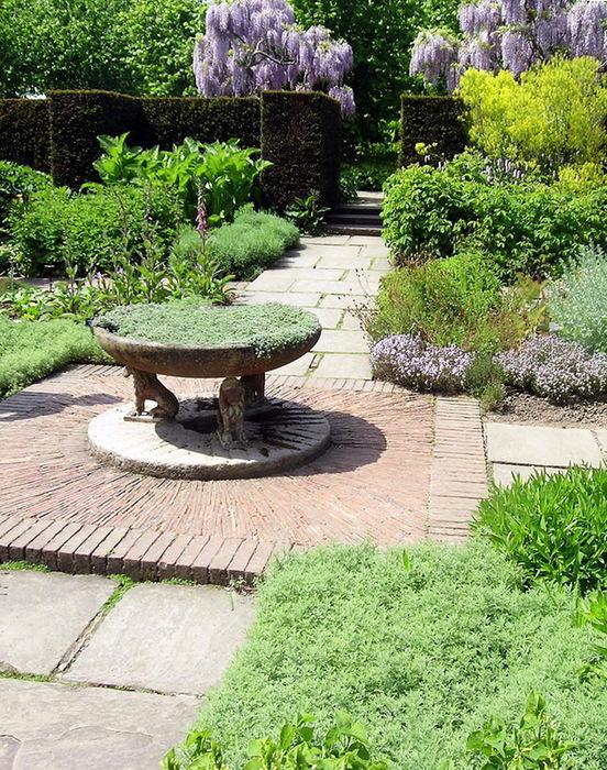 Сады SISSINGHURST Сиссингхерст красивый сад Англия  садовая дорожка