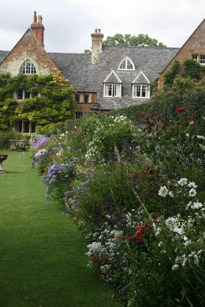 сады Котон Манорс Англия газон цветник