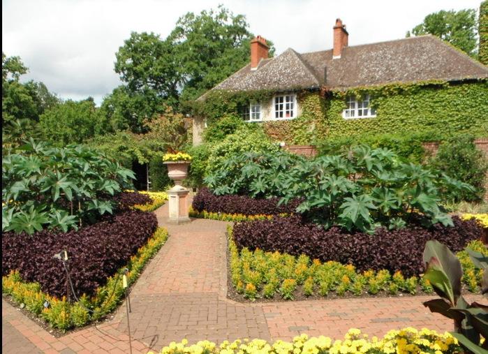 красивый сад сады Уизли Англия садовая дорожка