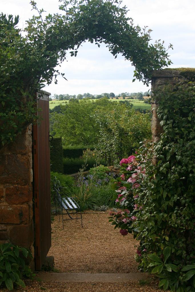 сады Котон Манорс Англия арка