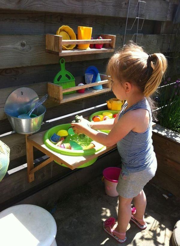 летняя игрушечная кухня для ребенка