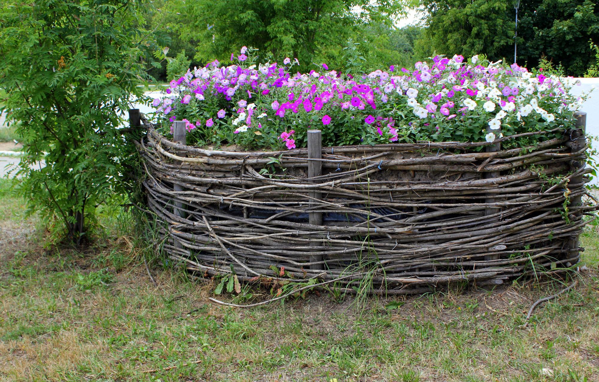 как украсить забор плетень