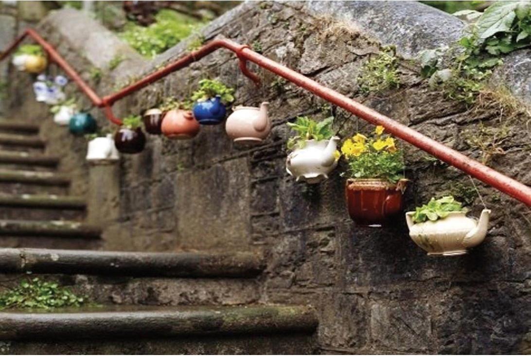 керамическая посуда с цветами