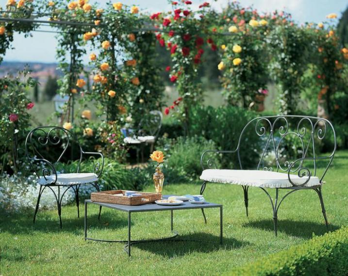 Отличное украшение для садов, не боится погодных изменений
