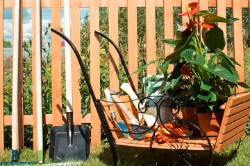 Садовые тележки для цветов